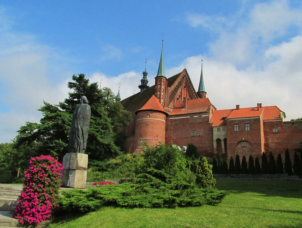 Памятник Копернику, установленный в 1973 году