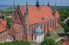 Кафедральная базилика Успения Пресвятой Девы Марии и св. Андрея Апостола это самое старшее здание Фромборского холма