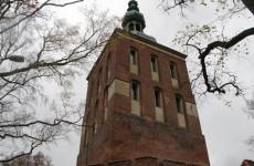 Башней Радзеёвского, в которой расположен планетарий, Фромборк, Польша