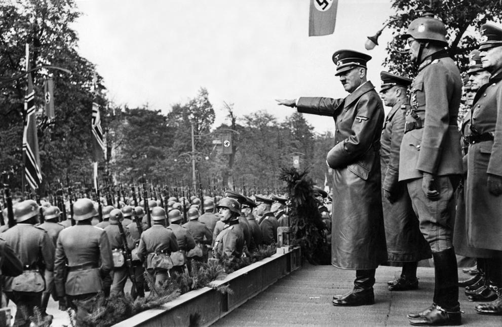 Гитлер на параде в Варшаве, 1939 год