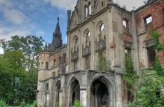 Разрушающийся замок в Копице в Польше