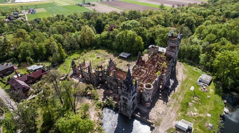 Замок в Копице Польша