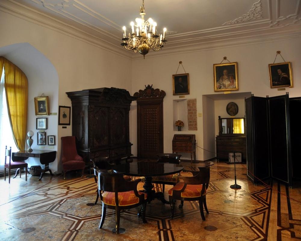 Выставочный зал музея в замке Курник, Польша