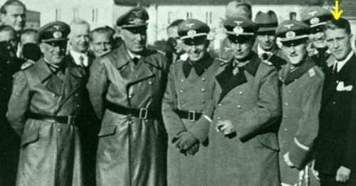 Лидеры нацисткой Германии. Желтой стрелкой отмечен Вернер фон Браун