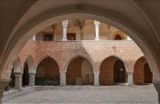 Выставочный зал музея в замке Лидзбарк Варминьский в Польше