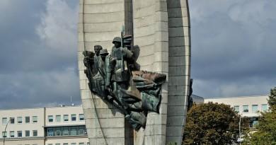 Поправки к закону «о декоммунизации»: памятники Советским солдатам снесут в Польше