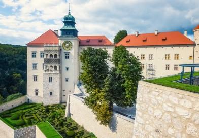 Замок Пескова-Скала в Польше
