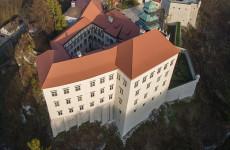 Пескова Скала — замок в Польше