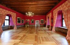 Музей в замке Пескова Скала в Польше