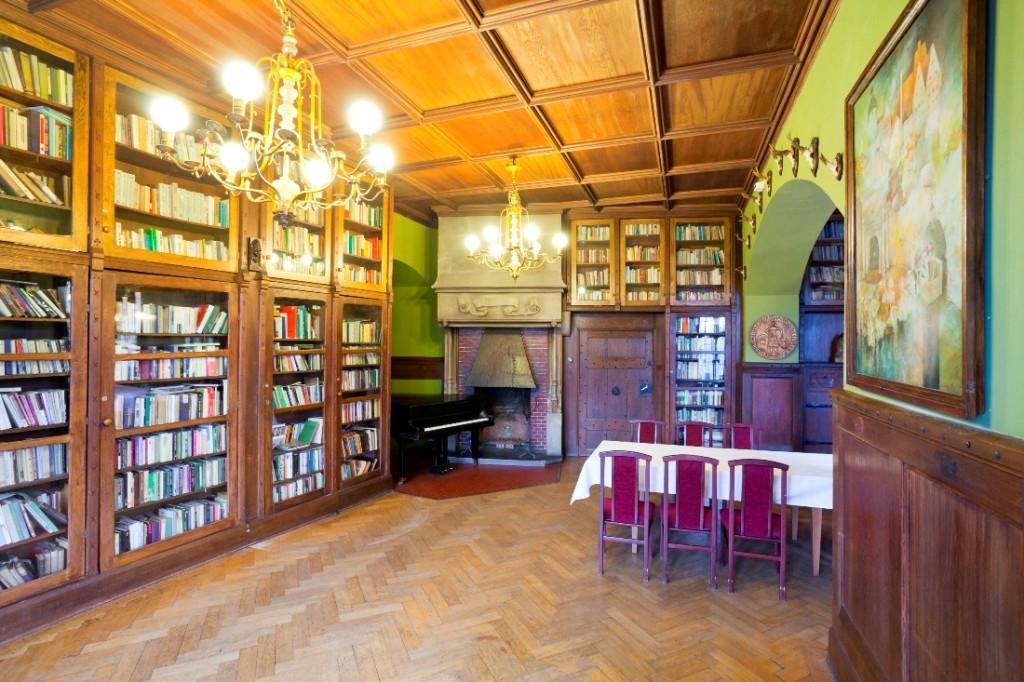 Библиотека в замке Чоха, Польша