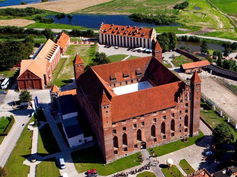 Замок Гнев в Польше