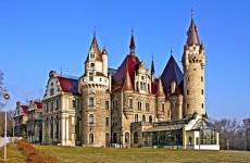 Замок Мошна, Польша