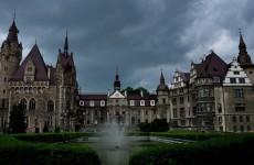 Замок в Мошне, Польша