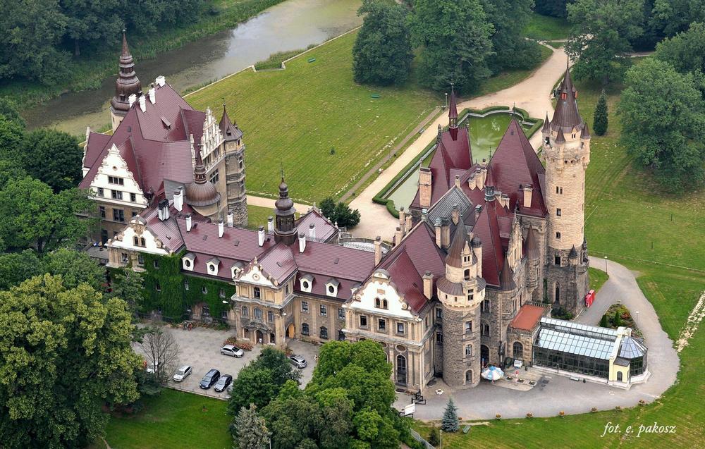 Мошненский замок с высоты птичьего полета