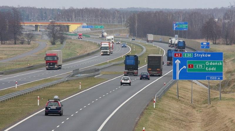 Новые правила парковки, внедрение чистых транспортных районов и другие изменения, которые ждут водителей в Польше